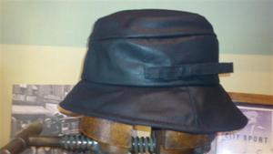 Sombrero Impermeable. Modelo Carla.