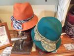 Sombreros lana con cintas corbateras
